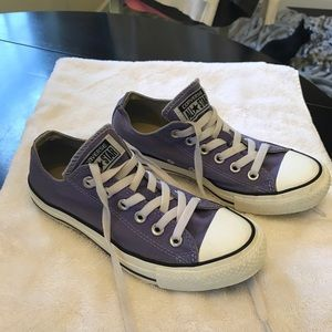 Converse size 8 purple low tops. Very good shape!